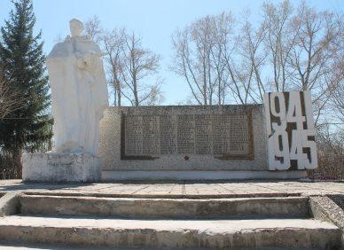 с. Суслово Мамонтовского р-на. Памятник Воину-освободителю.