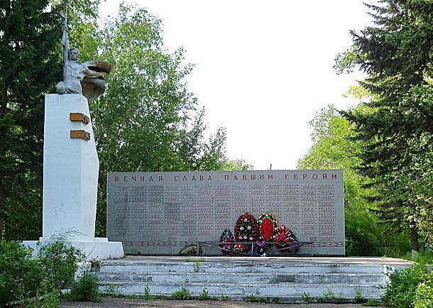 с. Новониколаевка Рубцовского р-на. Мемориал памяти павших в годы войны.