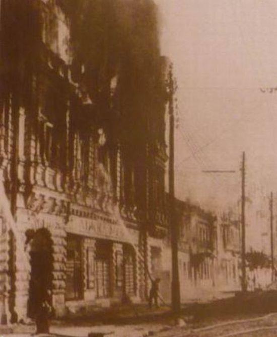 Горит здание бывшей гостиницы «Националь». 24-28 сентября 1941 г.