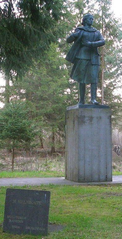 Памятник Марите Мельникайте в Груто парке, созданный в 1952 году, ранее находившийся в городе Друскининкай.