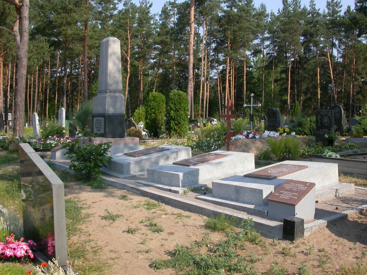 п. Немежис Вильнюсского р-на. Воинское захоронение 900 советских военнопленных на кладбище у дороги Вильнюс–Минск.