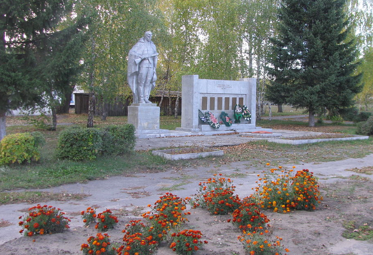 с. Травное Мамонтовского р-на. Монумент погибшим в Великой Отечественной войне.
