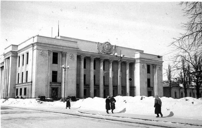 Здание Верховного Совета УССР. Начало 1942 г.