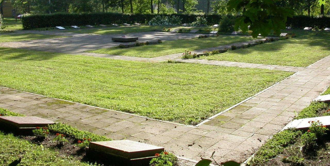 г. Кретинга. Кладбище советских воинов на алее Жемайтес, где похоронено 213 воинов, в т.ч. один неизвестный.