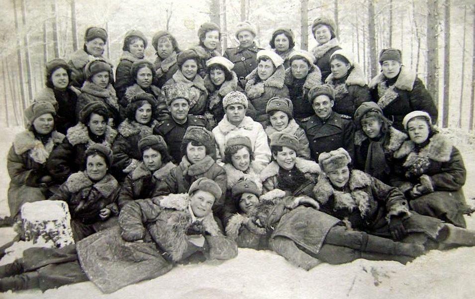 Снайперская рота. Онянова Лидия в верхнем ряду слева. 1944 г.