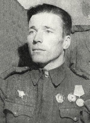 Ратаев Василий Семёнович одержал 350 побед.