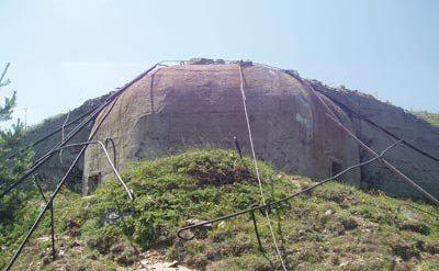 Один из куполов бункера.