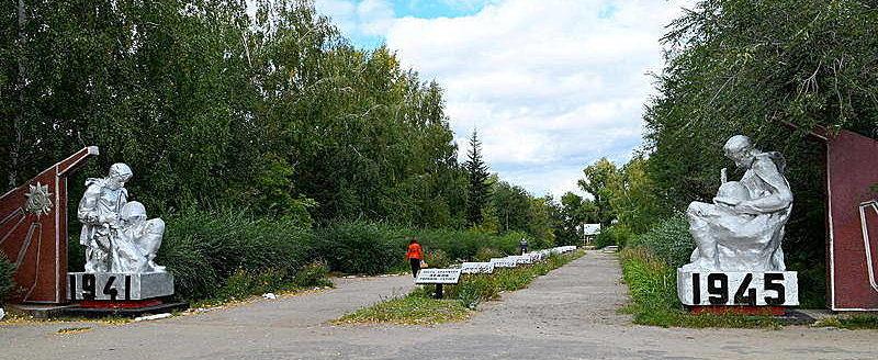 с. Новоегорьевское Егорьевского р-на. Вход на мемориал.