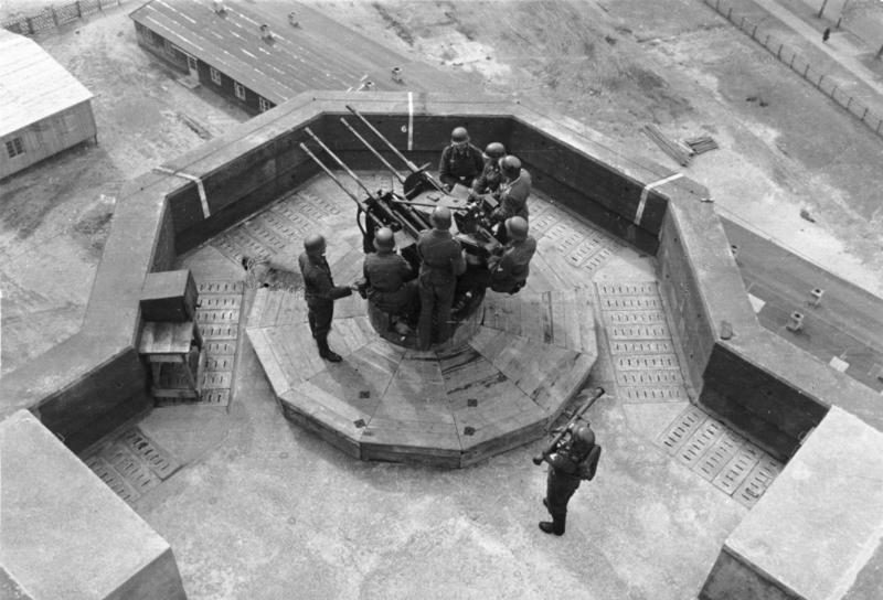 Счетверенный 20-мм зенитный автомат на башне.