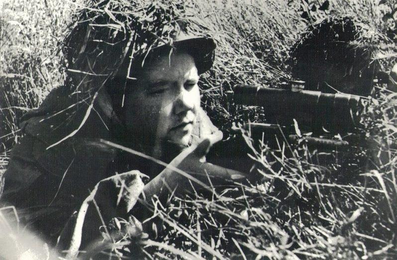 Снайпер Онянова Лидия на боевой позиции.