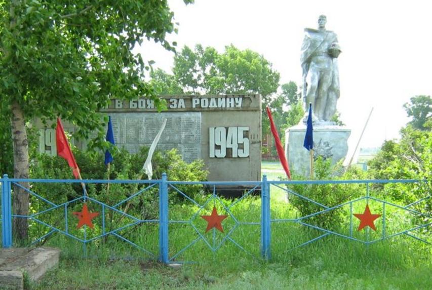 с. Кривое Панкрушихинского р-на. Памятник землякам, погибшим в годы войны.