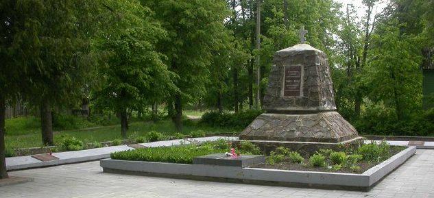п. Рудишкес Тракайского р-на. Памятник на кладбище по улице Траку, установлен на братской могиле, в которой похоронен 101 воин 45-го стрелкового корпуса и партизаны Тракайской бригады им. Витаутаса Великого.