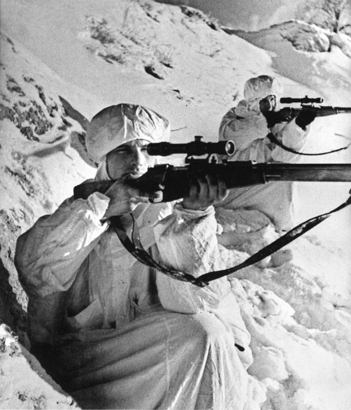 Снайперы Ленинградского фронта Гузенко и Филимонов. 1942г.