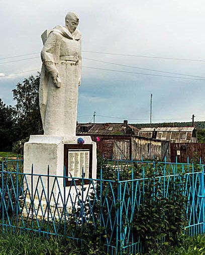 с. Голубцово Заринского р-на. Памятник 119 воинам-землякам, погибшим в годы войны.