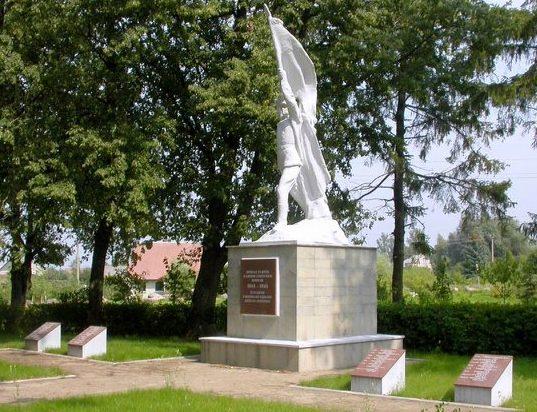 г. Линкува Пакруойского р-на. Воинское кладбище в парке, где похоронено 149 воинов, в т.ч. 9 неизвестных.