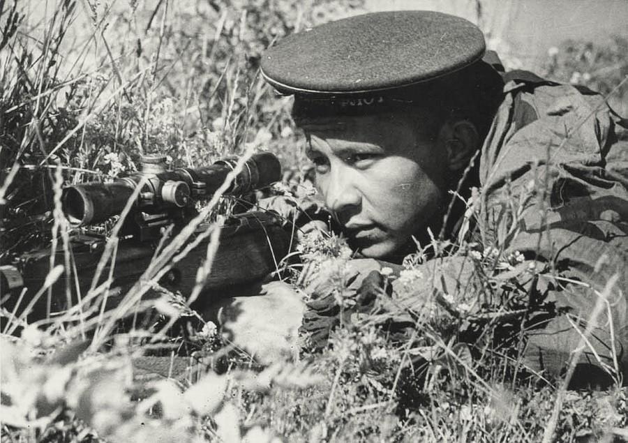 Снайпер Филипп Рубахо на позиции.