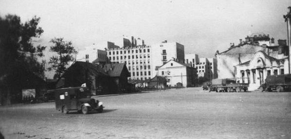 Вид на Дом Правительства с площади Мясникова. Лето, 1941 г.