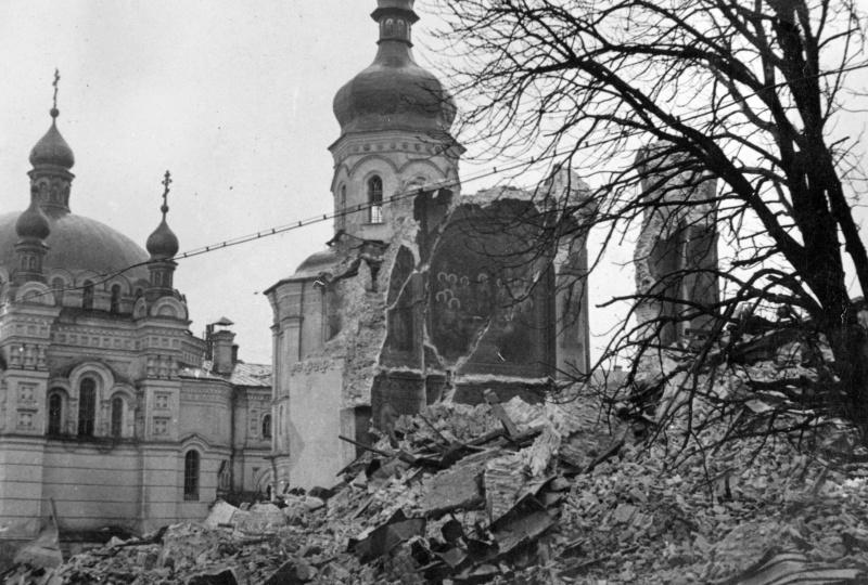 Руины Успенского собора. 1942 г.