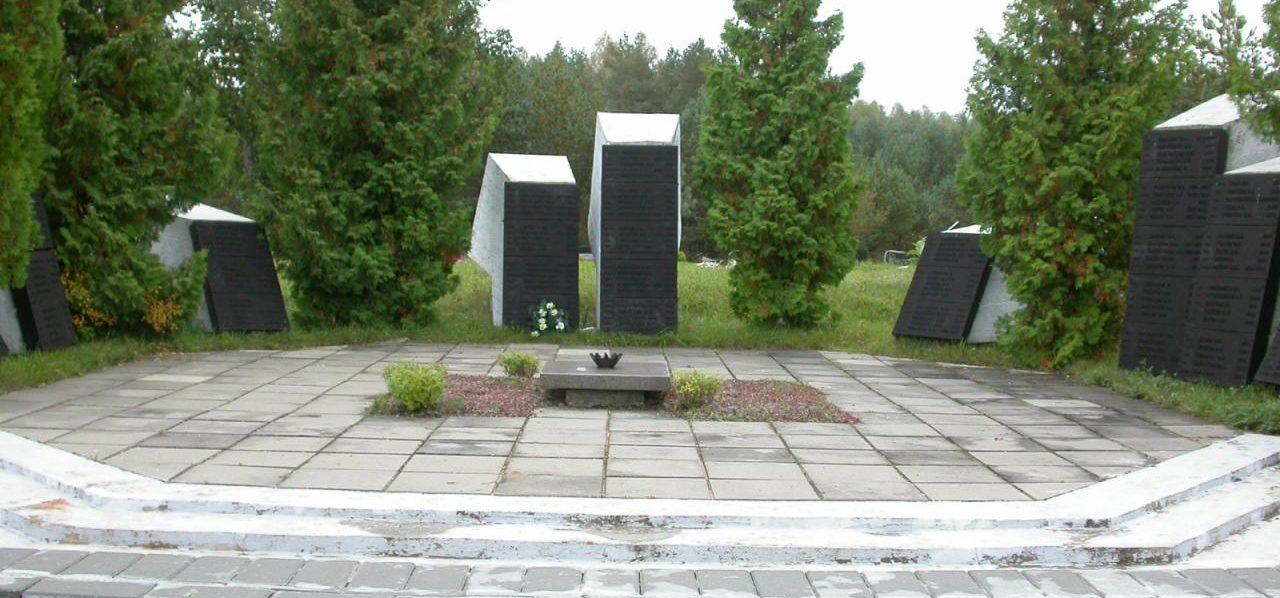 г. Молетай. Братская могила у дороги Укмярге–Молетай, в которой похоронен 171 воин, погибший 13 июля 1944 года.