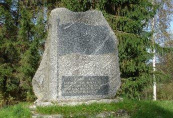 п. Лиепна, волость Лиепнас, край Алукснес. Памятник на месте боя 24-го Латвийского территориального стрелкового корпуса 4 июля 1941 года. В братской могиле похоронено 2 воина.