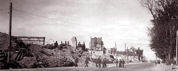 Угол улицы Советской и Энгельса. Лето, 1941 г.