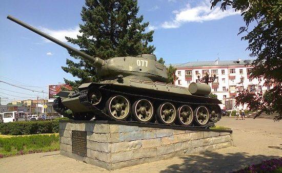 г. Барнаул. Памятник Т-34 - лучшему танку Второй мировой войны.