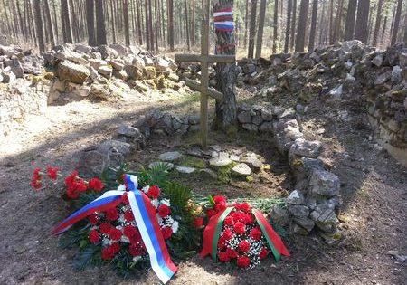 Крест на братских могилах.