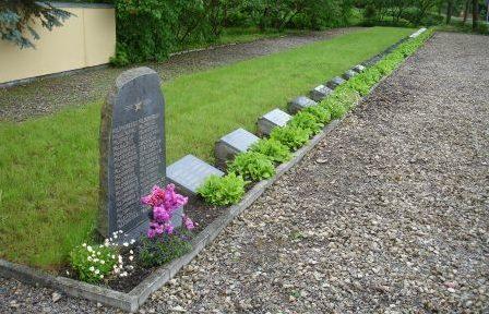 Общий вид братских могил и памятник на 1-м участке.