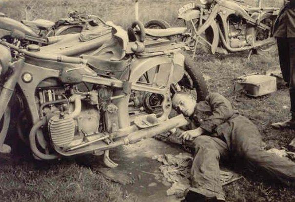 Ремонт в дороге. Беларусь 1941 г.