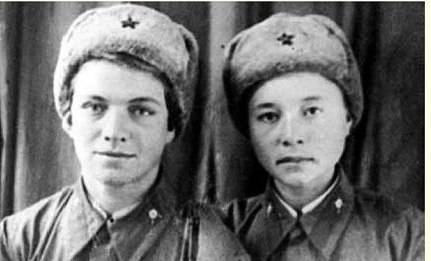 Снайперы Наталья Ковшова (слева) и Мария Поливанова.