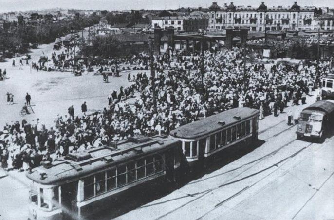 Евбаз (еврейский базар). 1942 г. Теперь на месте базара находится цирк.