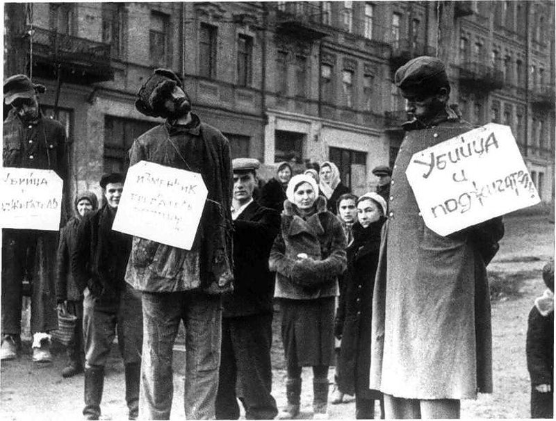 Повешенные коллаборационисты. 1943 г.