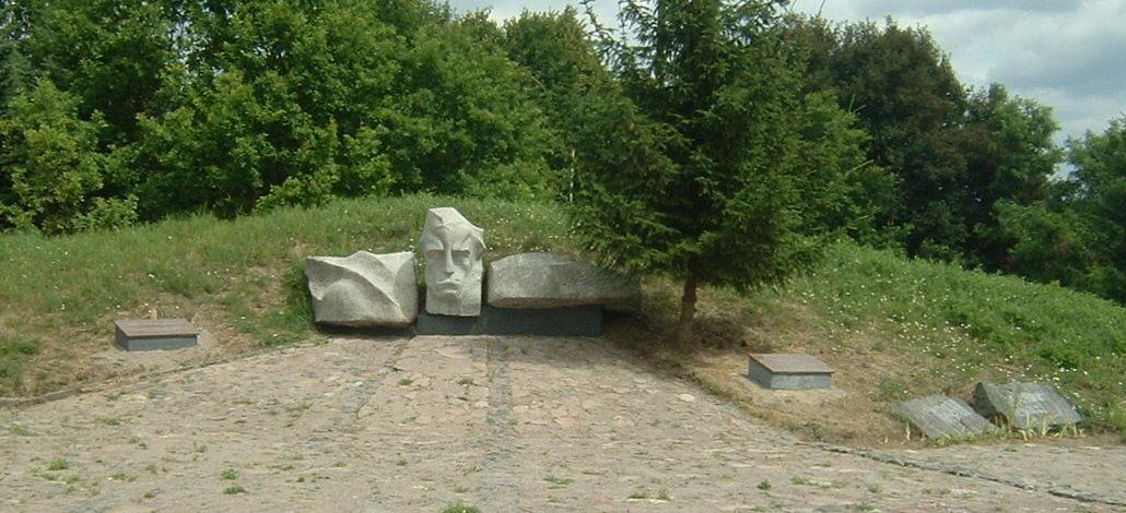 д. Галиняй Ладзийского р-на. Памятник на месте воинского захоронение начальника 107-го погранотряда 10-й погранзаставы П. Кубова и могилы четырёх пограничников, которые погибли гибели 22 июня 1941.