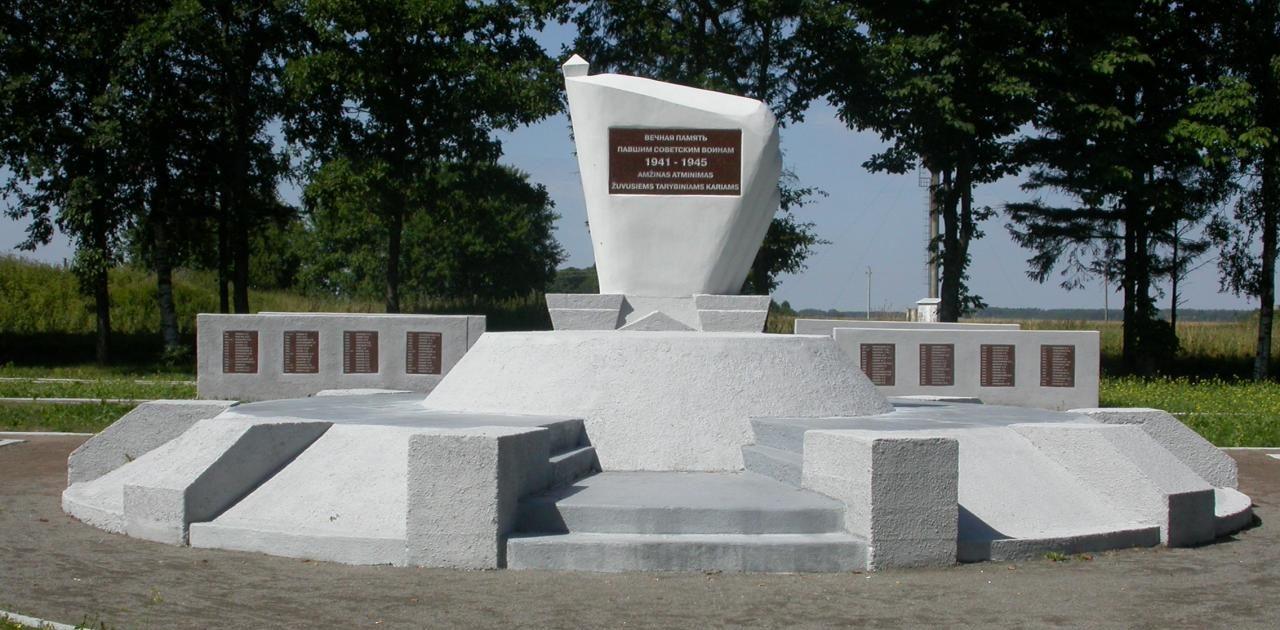 Фрагменты воинского кладбища.