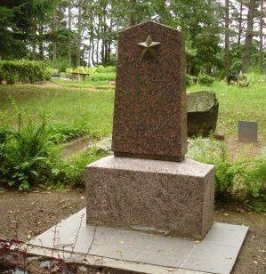 Обелиск на братской могиле.