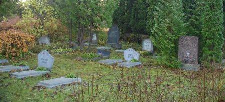 Братские могилы на 2-м участке.