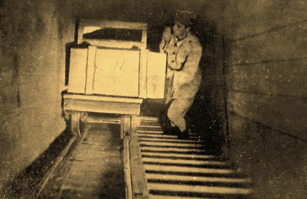 Подъем боеприпасов из подземелья.
