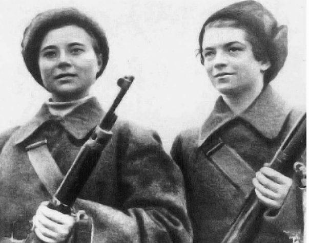Снайперская пара Марина Поливанова (слева) и Ковшова Наталья Венедиктовна, которая одержала 50 побед.
