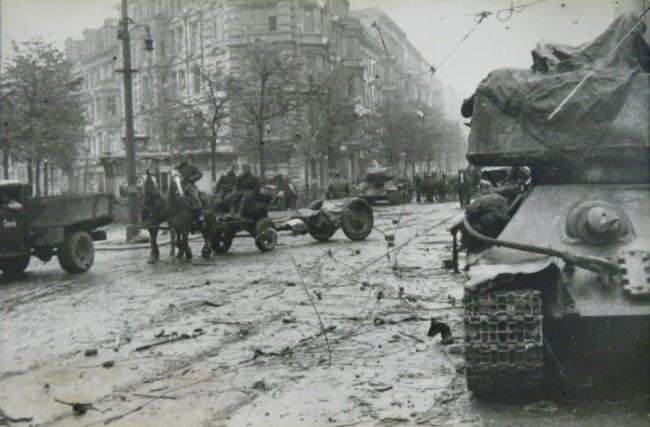 Угол улиц Красноармейской и Рогнединской. 6 ноября 1943 г.