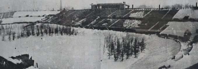 На футбольном поле стадиона «Динамо» с целью маскировки были высажены молодые ели, а трибуны перекрашены.