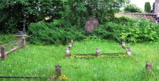 п. Квиеткай Биржайского р-на. Братская могила советских воинов.