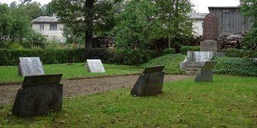 п. Нерета. Памятник на воинском кладбище по улице Лодзыня, где похоронено 187 советских воинов, в т.ч. 10 неизвестных, погибших в годы войны.