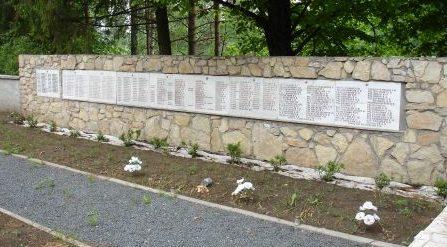 Стена с именами погибших.