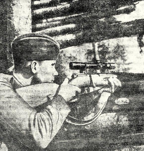 Сержант Павел Шабанов на огневой позиции. Июнь 1943 г.