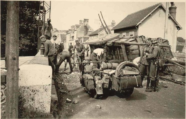 Мотоцикл BMW R-12. Западный фронт. 1944 г.