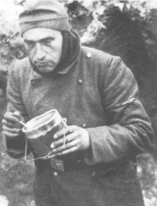 Обед в перерыве между боями. 1943 г.