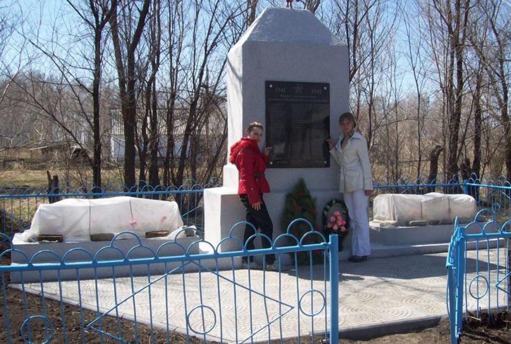 п. Петровский Панкрушихинского р-на. Памятник воинам-односельчанам, погибшим в годы войны.