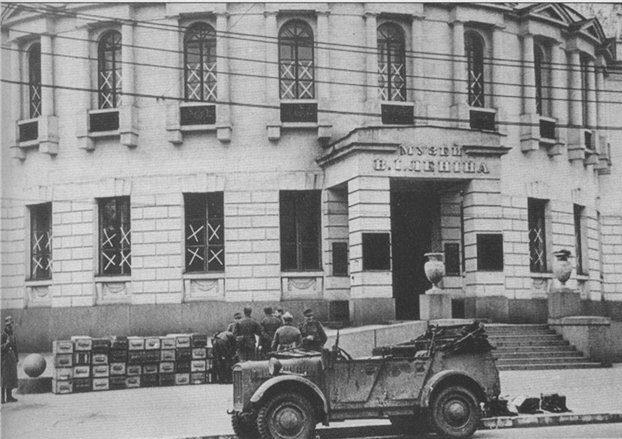 Ящики со взрывчаткой у музея В. И. Ленина.