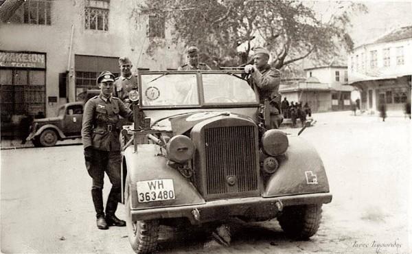 Немцы в захваченном городе Эхинос.