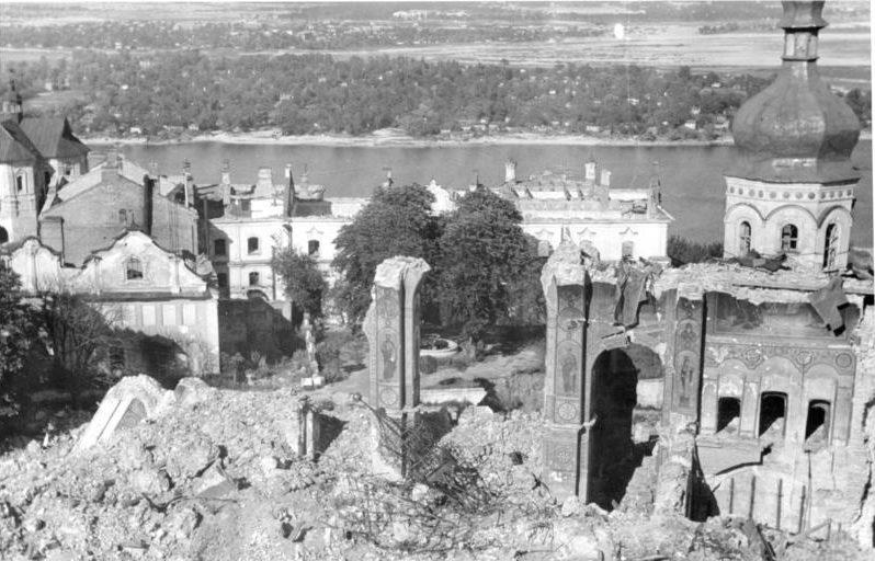 Руины Успенского собора после взрыва в 1941 г.